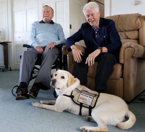 Sully, junto a los ex mandatarios George H.W. Bush y Bill Clinton.