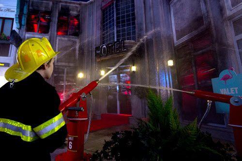 Niños juegan a ser bomberos en Kidzania, en Londres. El primer parque de este tipo abrirá en Frisco. GETTY