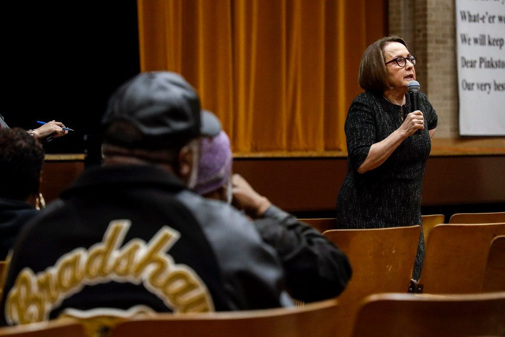 Ivonne Durant, Chief Academic Officer, answers questions during a Dallas ISD community meeting on Tuesday, Feb. 12.