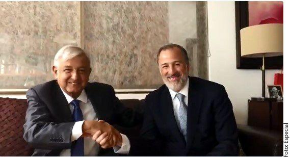 El virtual Presidente electo, Andrés Manuel López Obrador (izq.), se reunió en su casa con el ex candidato del PRI, José Antonio Meade (der)./ AGENCIA REFORMA