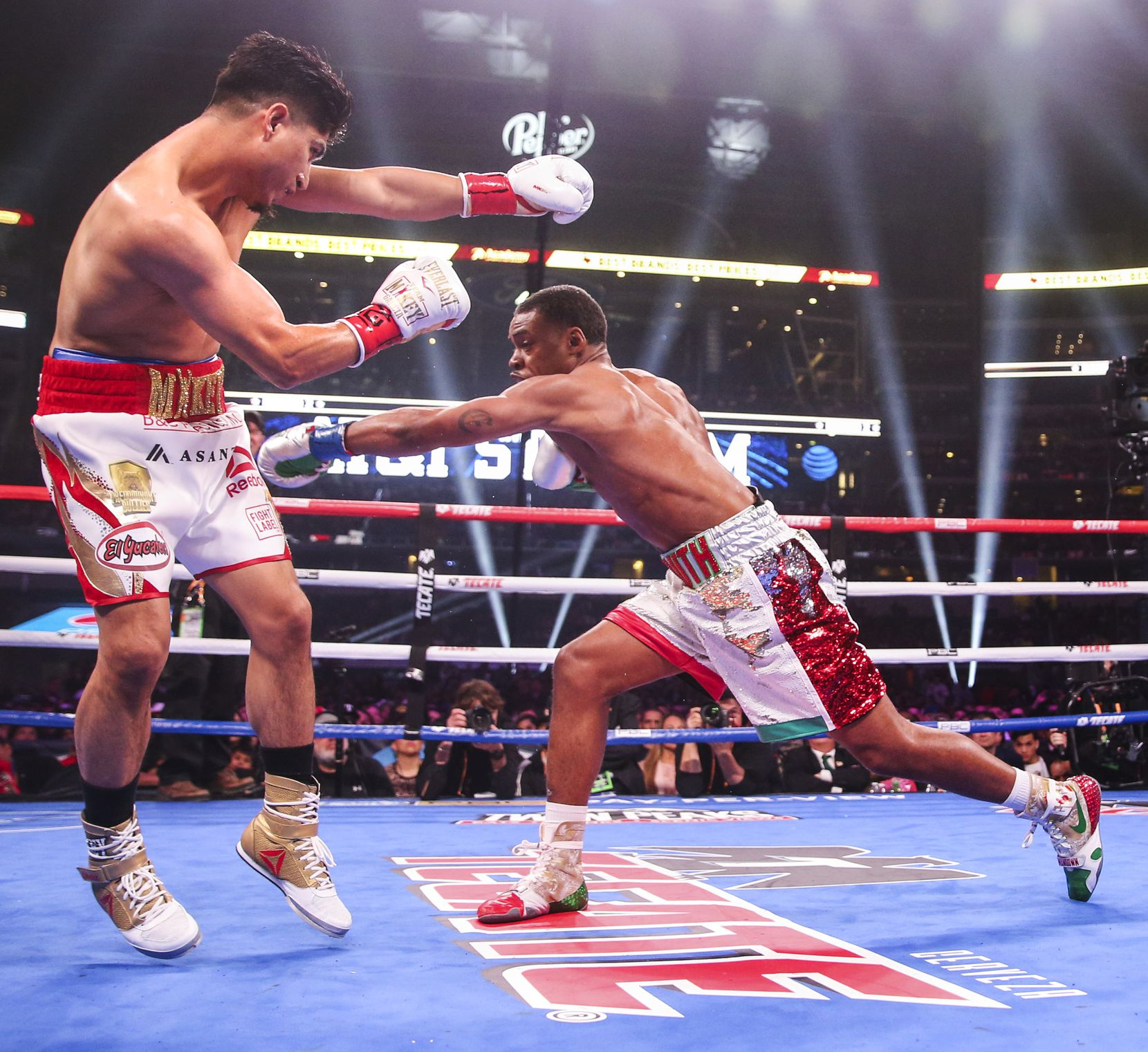Mikey Garcia dodges a punch by Errol Spence Jr. during a IBF World Welterweight Championship match on March 16, 2019, at AT&T Stadium in Arlington.