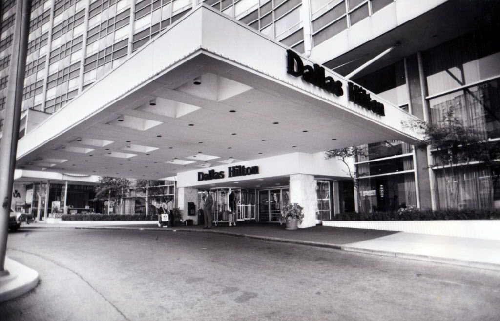 Commerce Street entrance to the Dallas Hilton hotel (formerly the Statler Hilton) pictured June 23, 1988. (DMN File Photo)