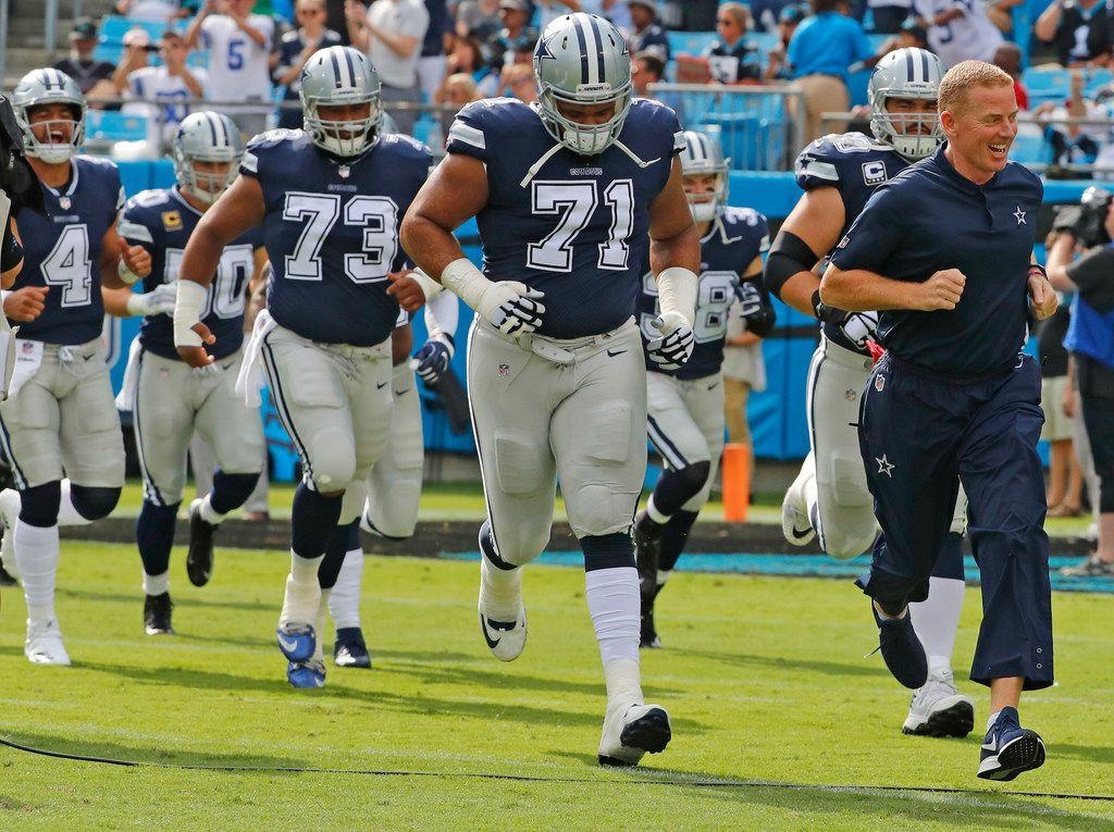 Dallas Cowboys head coach Jason Garrett leads the team onto the field before the Dallas Cowboys vs. the Carolina Panthers NFL football game at Bank of America Stadium in Charlotte, North Carolina on Sunday, September 9, 2018. (Louis DeLuca/The Dallas Morning News)