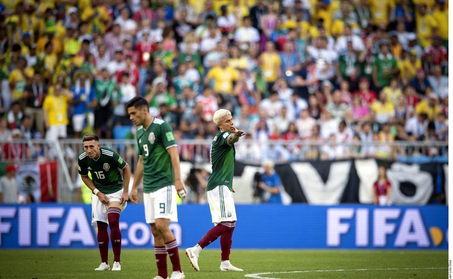 Sobre el duelo ante los brasileños, el defensa Carlos Salcedo (der.) lamentó la falta de contundencia de México combinada con la efectividad de la ofensiva amazónica que comandó Neymar.