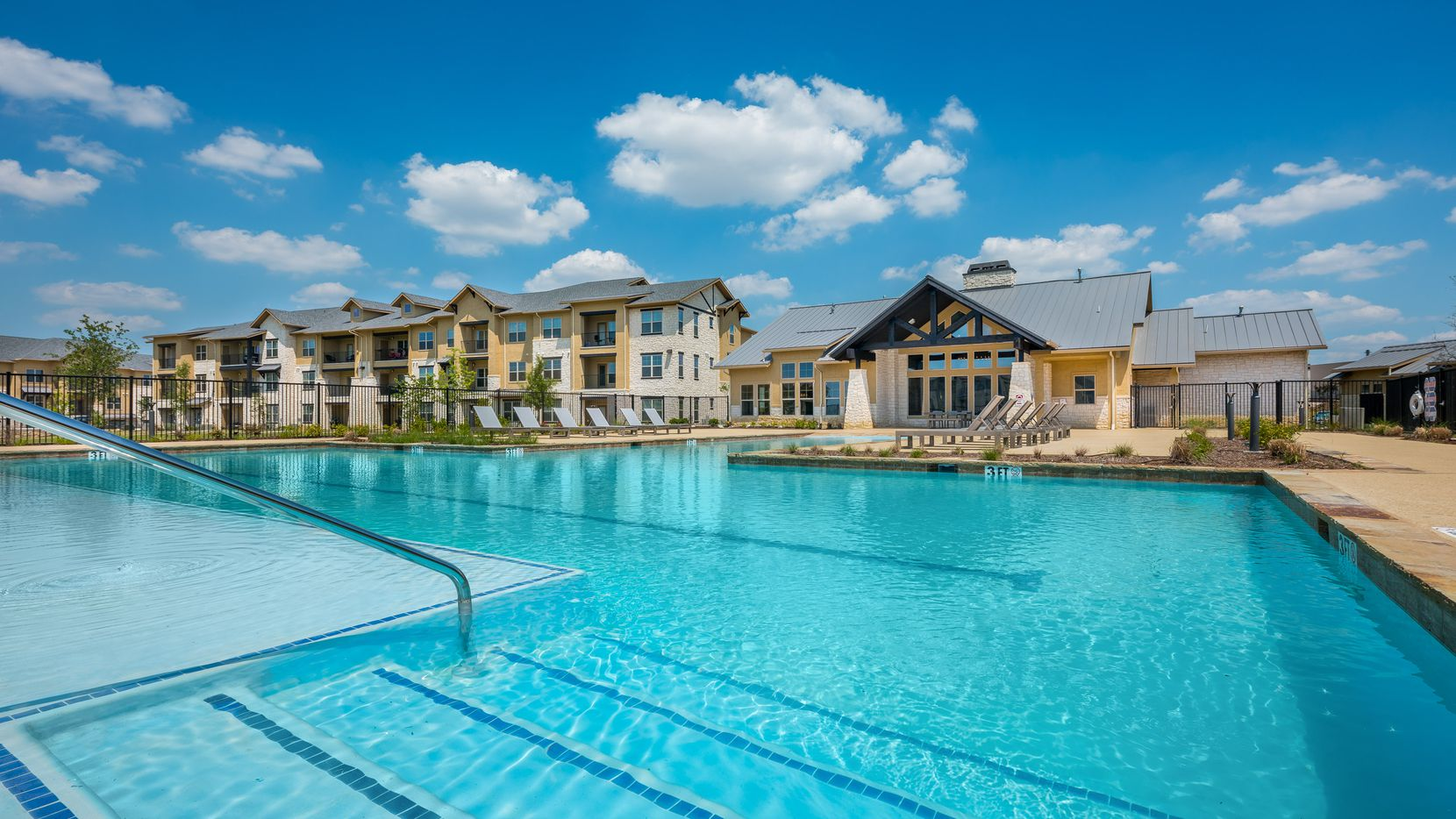 The Four Corners apartments in Frisco were sold to American Landmark Apartments.