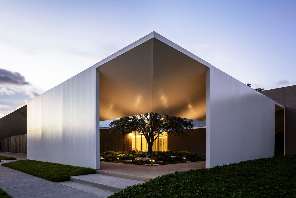 South elevation of the Louisa Stude Sarofim Building housing the Menil Drawing Institute, at The Menil Collection in Houston. Johnston Marklee, architects; Michael Van Valkenburgh Associates, landscape architects