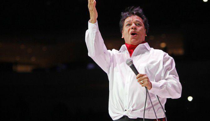Juan Gabriel canta sus éxitos en el concierto del 26 de febrero del 2015 en el American Airlines Center de Dallas. (Especial para Al Día/ Ben Torres)