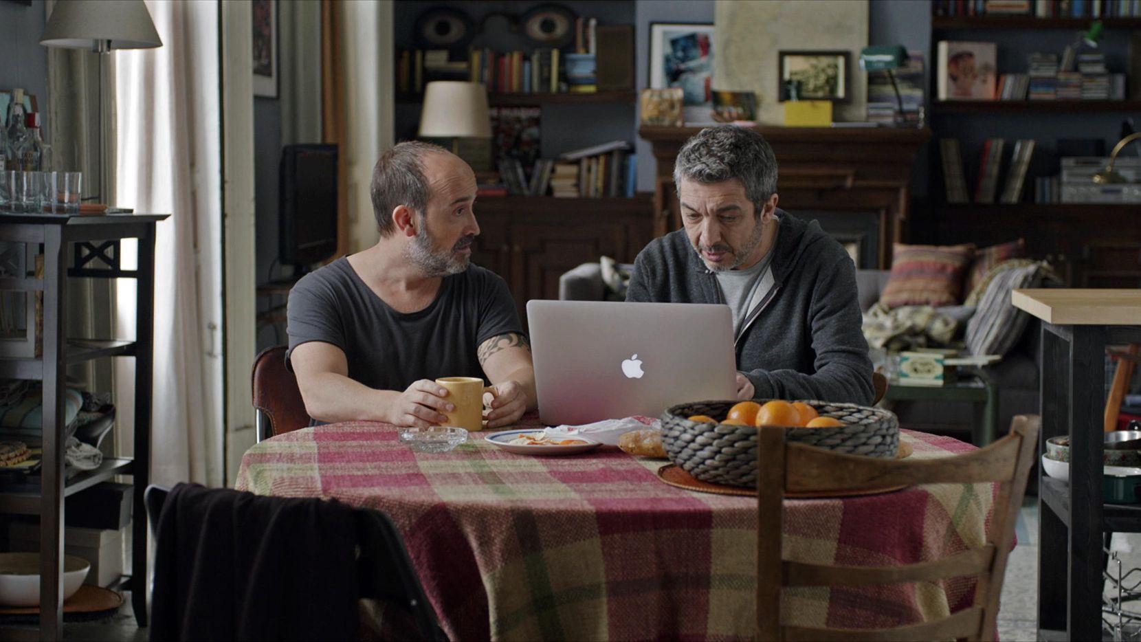 """Javier Cámara (izq.) junto a Ricardo Darín en una escena de """"Truman"""". (FILMRISE/CORTESÍA)"""