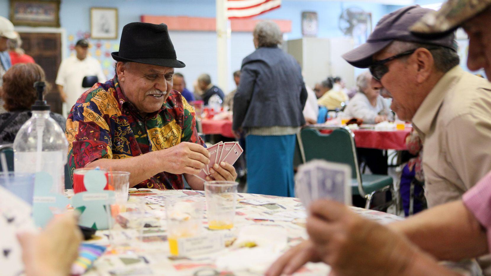 El Senior Center de West Dallas recauda fondos para financiar sus actividades. AL DÍA