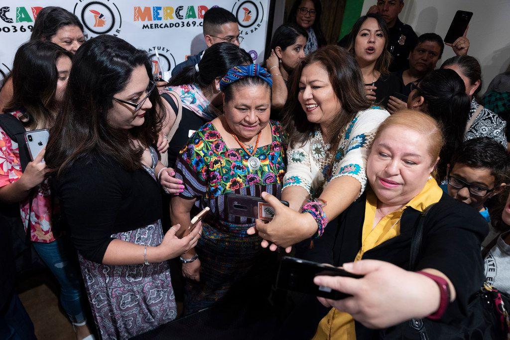 Nobel Prize winner Rigoberta Menchú (center) posed for photos at a talk at Mercado369 in Oak Cliff on Sunday.
