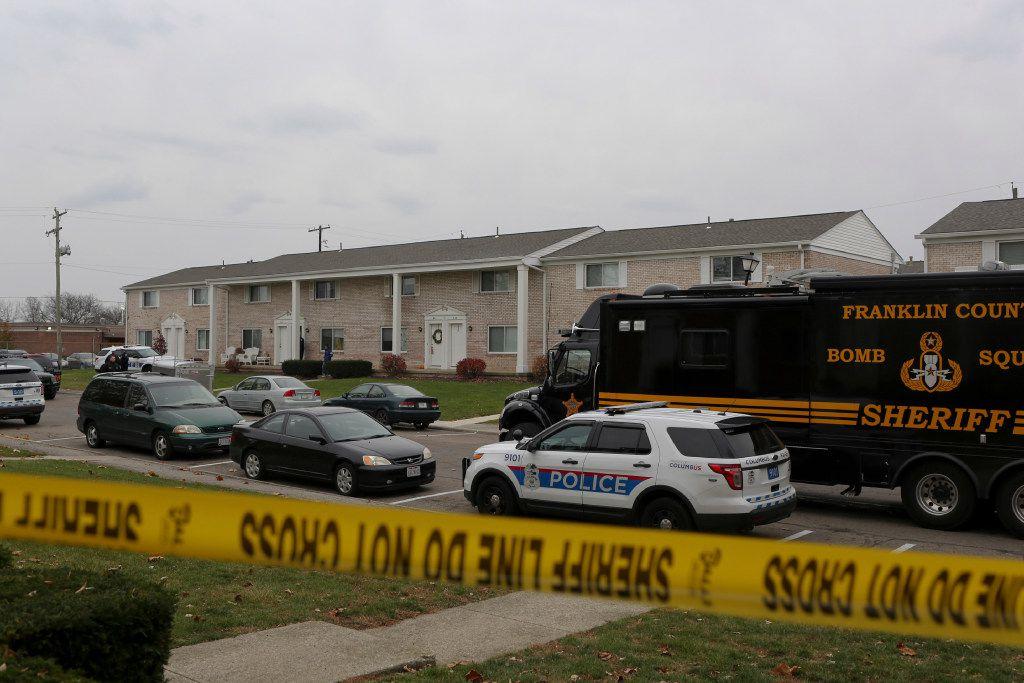 La policía cierra una área en la Universidad Estatal de Ohio después de un atentado el 28 de noviembre. (AP)