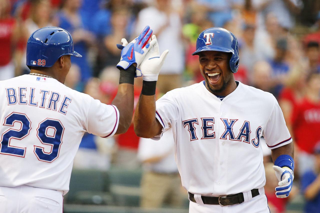 El paracorto Elvis Andrus y el tercera base Adrián Beltré son dos de los peloteros que se quedaron en los Rangers para la próxima campaña. (DMN/MICHAEL REAVES)