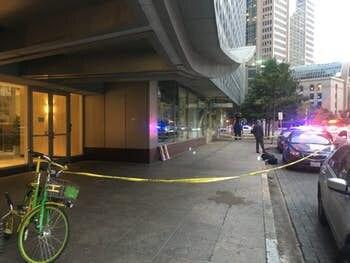 Un hombre murió apuñalado la tarde del martes en el centro de Dallas. HANNAH WISE/DMN
