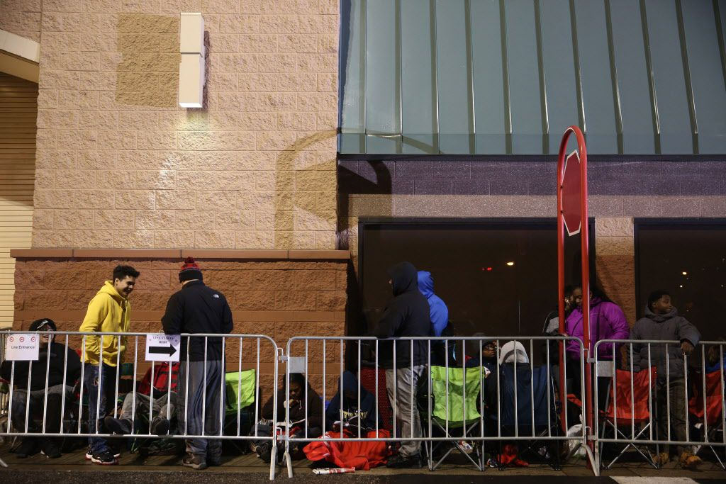 Shoppers line up to shop Black Friday sales at a Target store in Chicago on Thursday, Nov. 26, 2015.