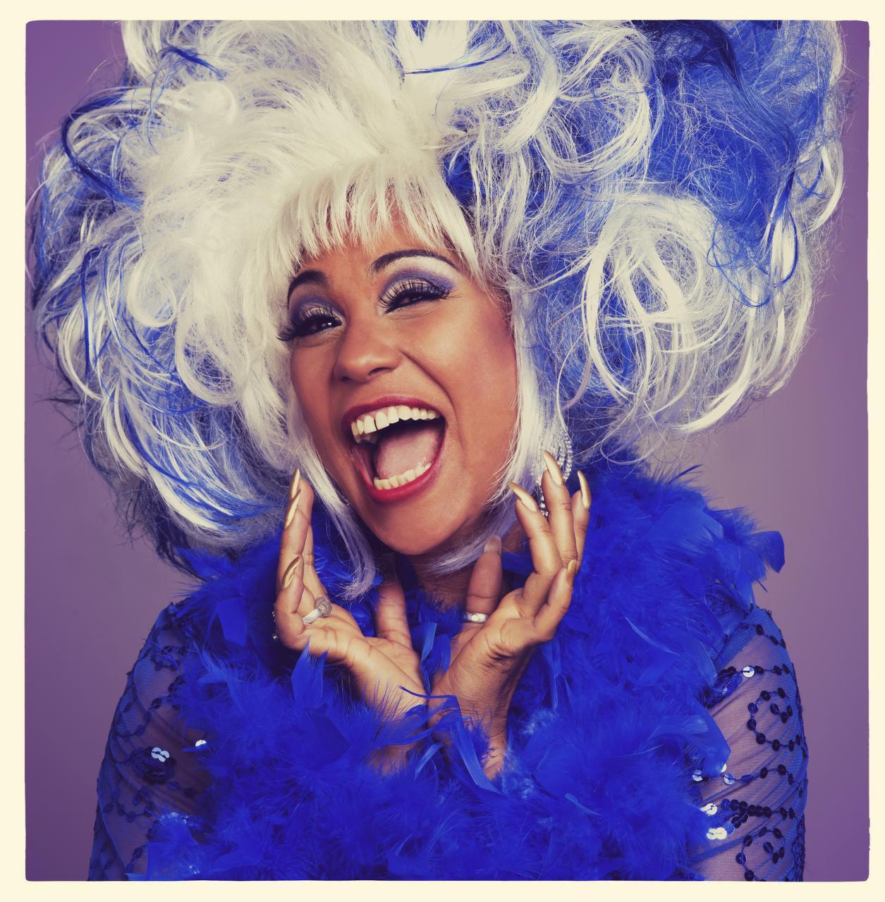 La cubana Aymée Nuviola cuidó mucho el 'look' de las pelucas de Celia Cruz para su intepretación/ CORTESÍA / TELEMUNDO