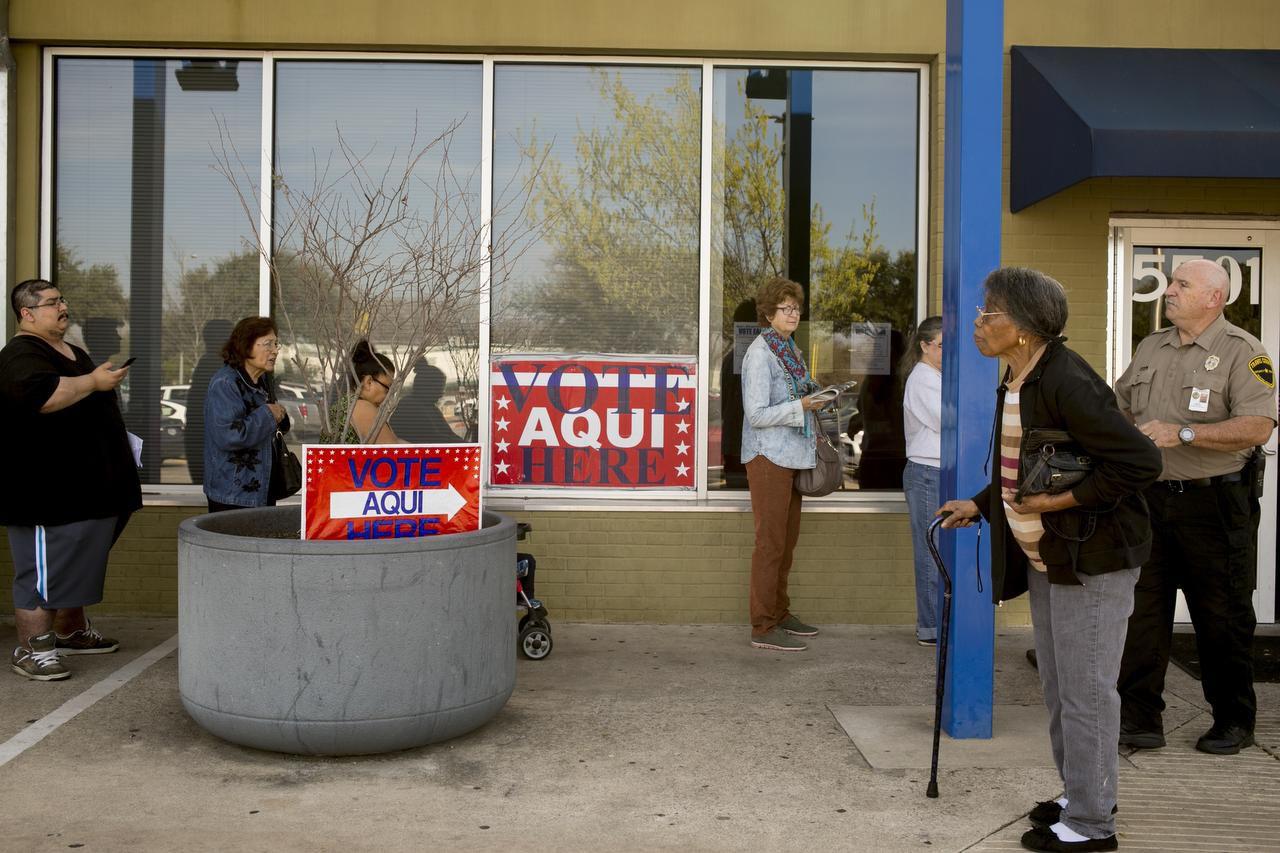 El Senado texano aprobó en voto preliminar los cambios impuestos por un juez federal a la ley VoterID (NYT/ILANA PANICH-LINSMAN)
