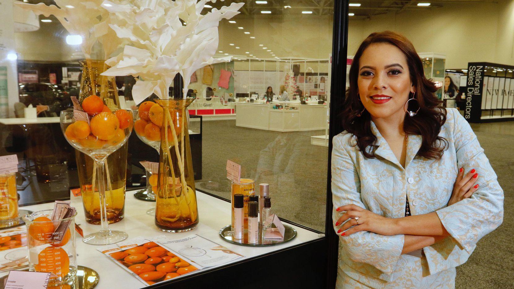 Yesenia Vásquez, una de las participantes de la convención anual de Mary Kay en el Centro de Convenciones Kay Bailey Hutchison de Dallas. (DMN/RON BASELINE)