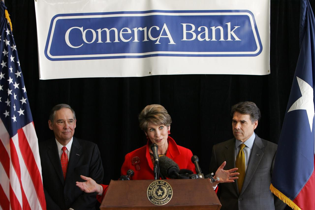 Former Dallas Mayor Laura Miller, center, speaks during a 2007 press conference announcing Comerica Inc.'s plan to relocated its corporate headquarters to Dallas. Flanking her aere chairman and CEO Ralph Babb, left, and then Texas Gov. Rick Perry, right. , and, Ralph W. Babb, Jr., Comerica Bank chairman and chief executive, both look on during a news conference in Dallas, Tuesday, March 6, 2007. Comerica Inc. plans to relocate its corporate headquarters to Dallas, saying the move will allow it to be closer to the bank's high-growth markets in Texas, Arizona, California and Florida. (AP Photo/LM Otero) TXMO101