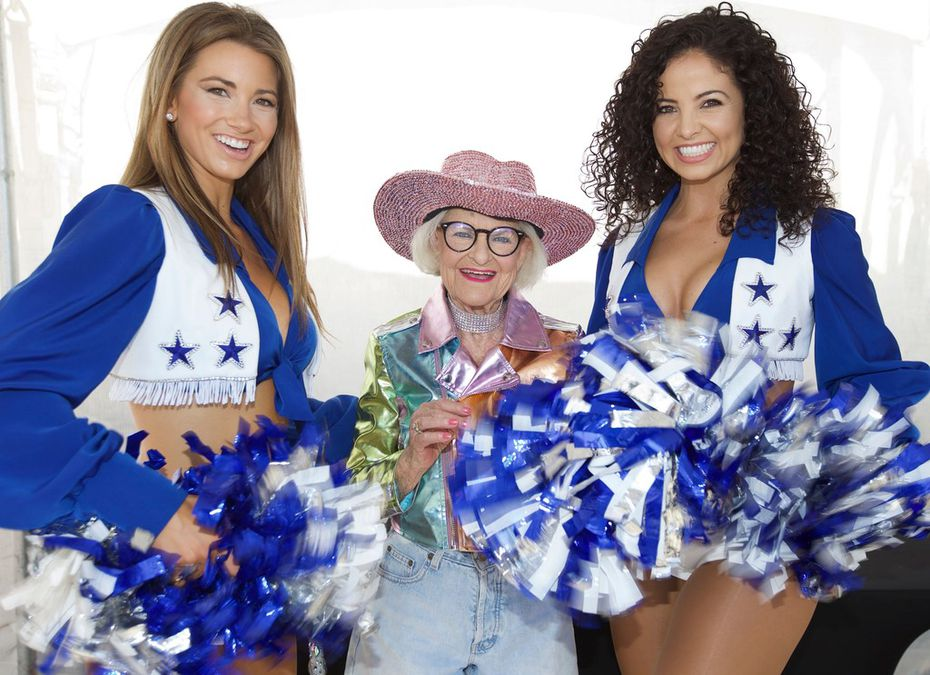 One of Baddie Winkle's favorite things about attending the Dallas Cowboys game was taking pictures with the team's cheerleaders, she said.