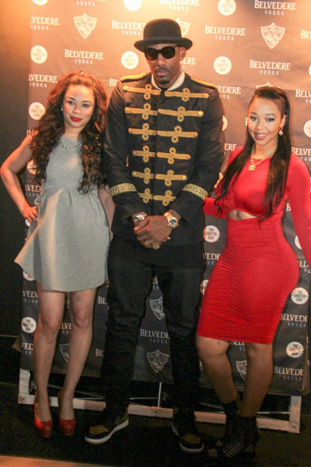 Amar'e Stoudemire posed with fans on the red carpet.
