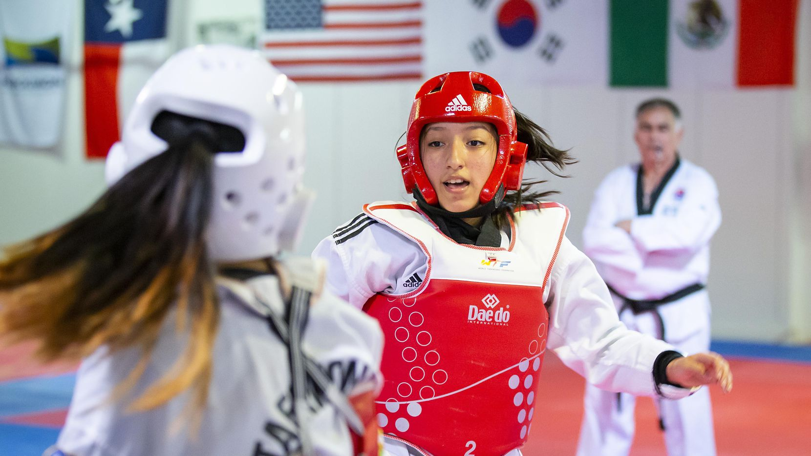 Karla Montoya en una práctica el martes en Lee's International Taekwondo de Dallas.(FOTOS: Smiley N. Pool/DMN)