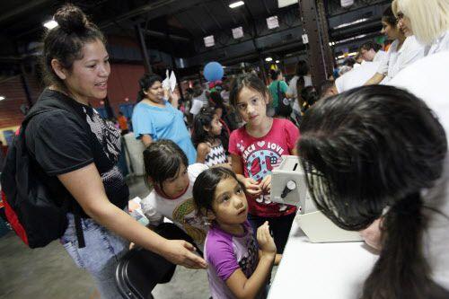 Se espera que miles de personas vayan a la Feria de Regreso a Clases del Alcalde este viernes.