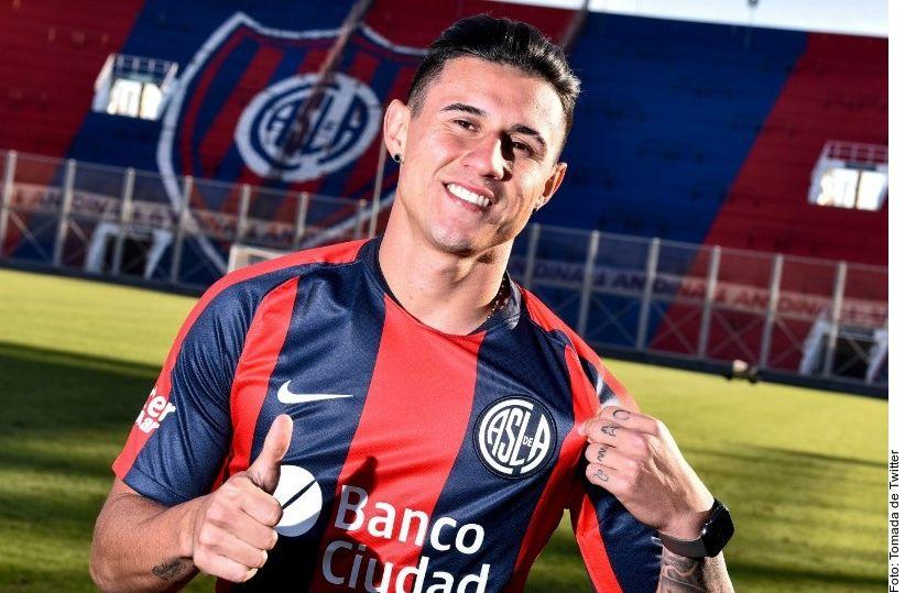 El San Lorenzo oficializó la  contratación del delantero paraguayo Adam Bareiro, ahora ex de los Rayados.