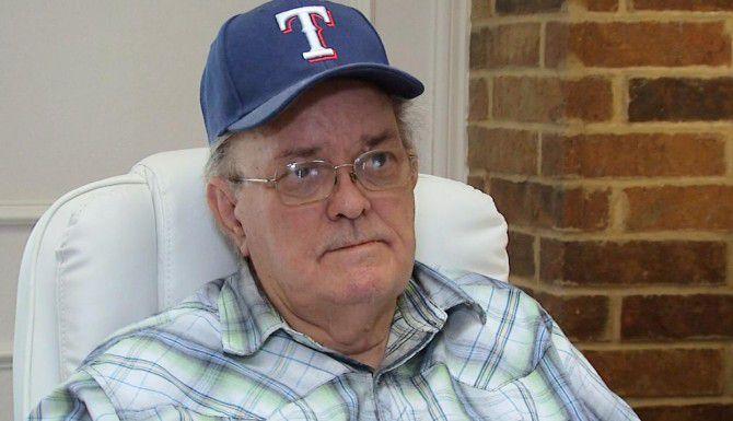 James Boulware, padre, afirmó que su hijo estaba resentido con las autoridades tras haber perdido la custodia de su niño, y que quizás por eso atacó el cuartel de policía en Dallas el sábado.(AP)