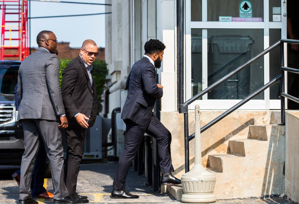 Dallas Cowboys running back Ezekiel Elliott enters the Paul Brown U.S. Courthouse on Tuesday, September 5, 2017 in Sherman, Texas for a federal court hearing on his preliminary injunction to block the NFL's ruling on his appeal for a six-game suspension for violating the league's personal conduct policy. (Ashley Landis/The Dallas Morning News)