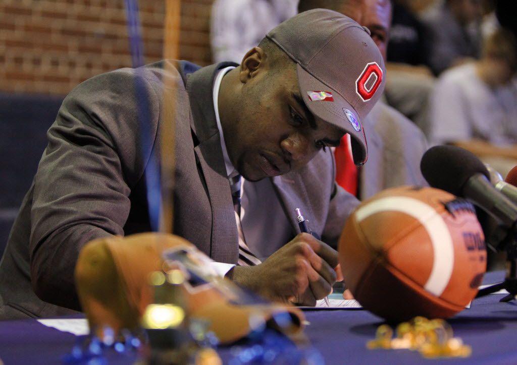 John Burroughs running back Ezekiel Elliott signs paperwork affirming his committment to Ohio State University on Wednesday, Feb. 6, 2013, at John Burroughs School in St. Louis. (Chris Lee/St. Louis Post-Dispatch) ORG XMIT: 52495