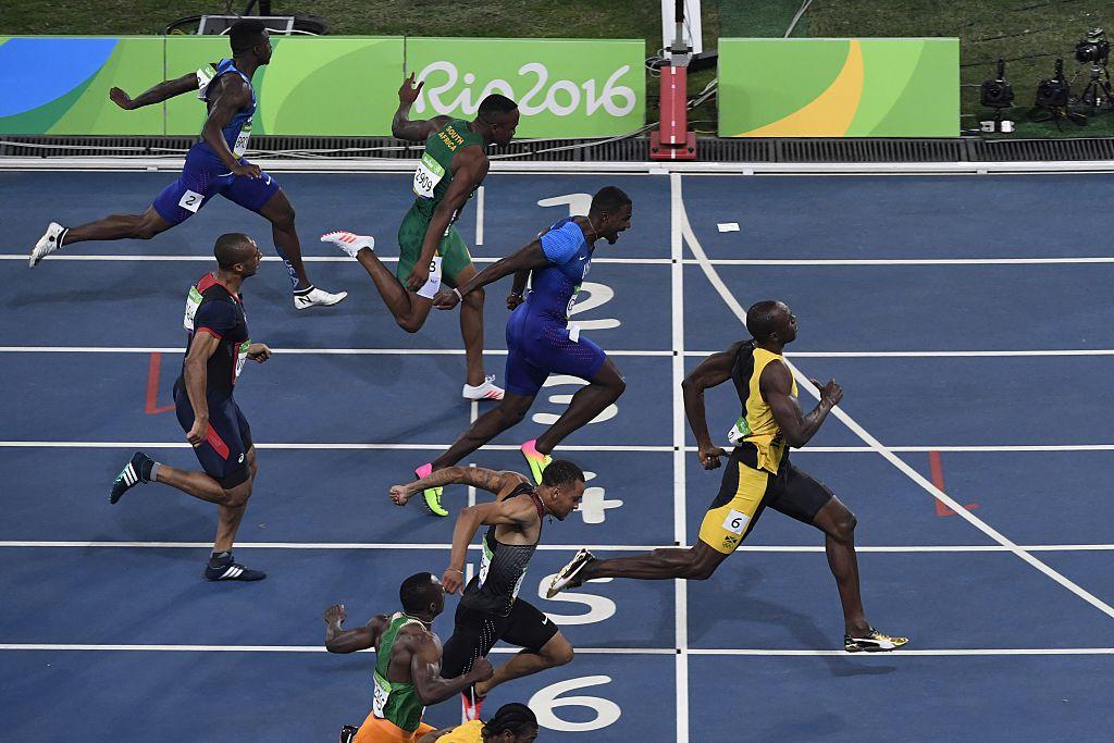 Usain Bolt de Jamaica cruza la meta para ganar la carrera de 100 metros. JOHN MACDOUGALL/AFP/Getty Images