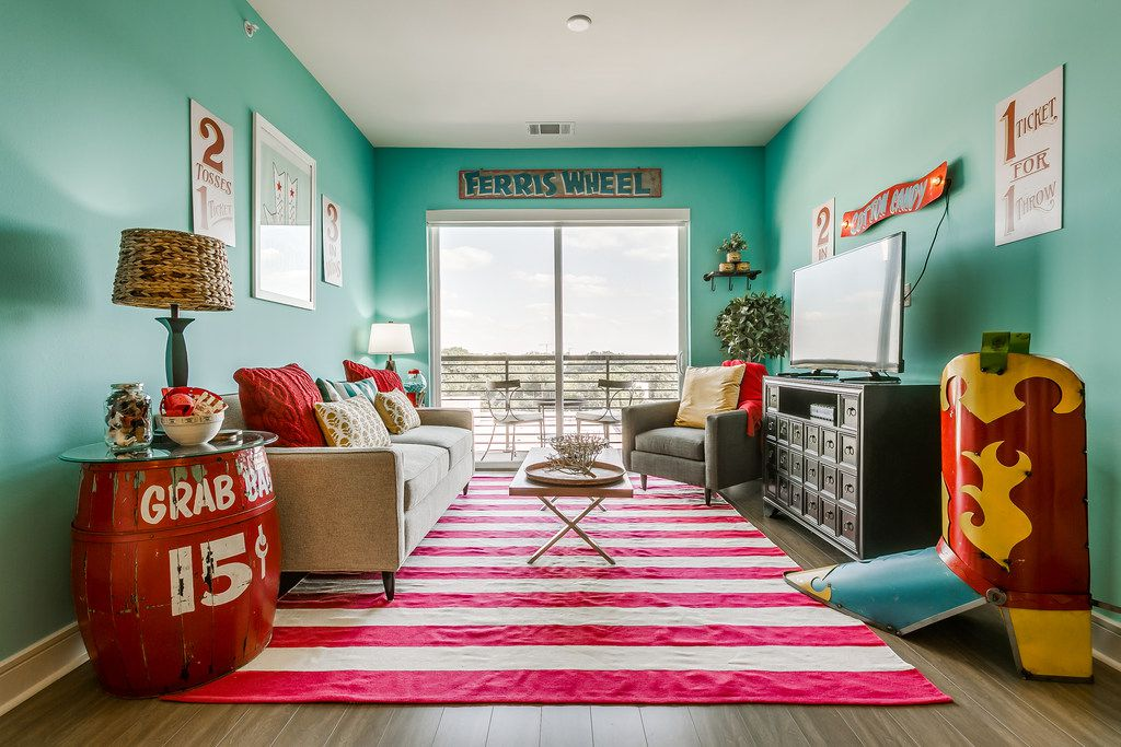 Because the apartment is for guests and not full-time living, Courtney Warren went bolder and more colorful in the design than she usually does when creating spaces.