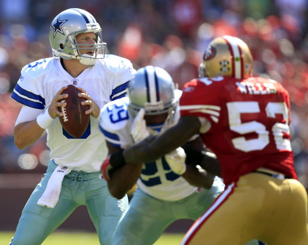 Dallas Cowboys quarterback Jon Kitna looks to throw against the San Francisco 49ers in the second half of NFL Football action at Candlestick Park in San Francisco, CA Sunday afternoon, September 18, 2011. (Brad Loper/The Dallas Morning News)