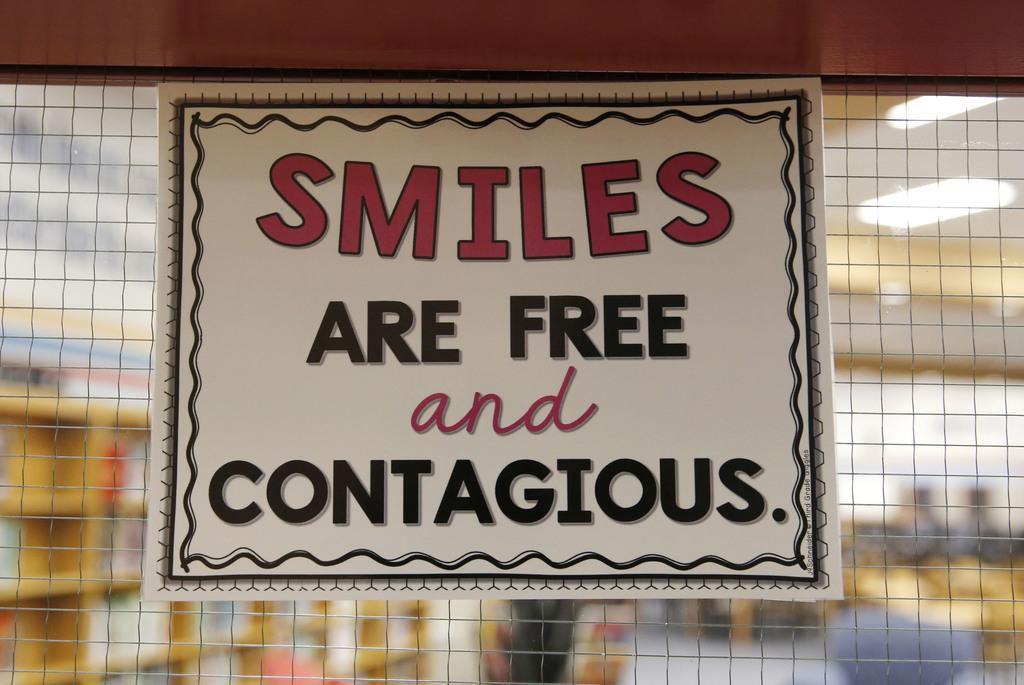 """""""Las sonrisas son gratuitas y contagiosas"""", dice uno de los mensajes en la secundaria Scott Johnson. VERNON BRYANT/DMN"""