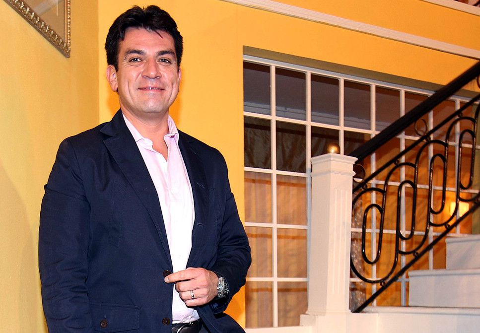 Jorge Salinas no quiere perderse ningún detalle de la vida de sus mellizos, Máxima y León y no le importa desvelarse para estar al pendiente del cuidado de sus pequeños./ AGENCIA REFORMA