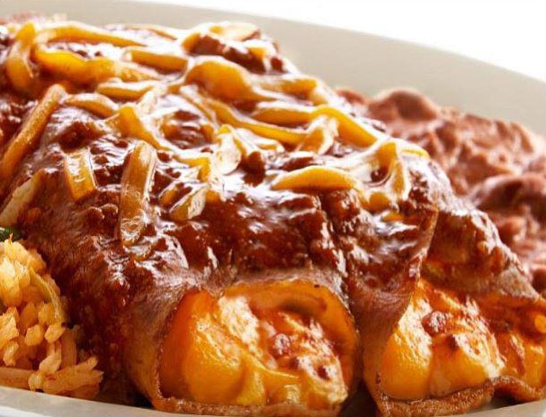If you were to make a short list of Dallas' most famous dishes, El Fenix's cheese enchilada dinner would need to be on it.