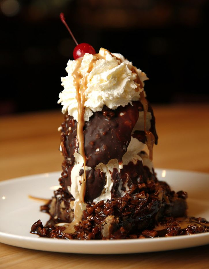 Heath Bar Brownie Sundae at The Hall in Trinity Groves in Dallas on March 31, 2016. (Rose Baca/The Dallas Morning News)