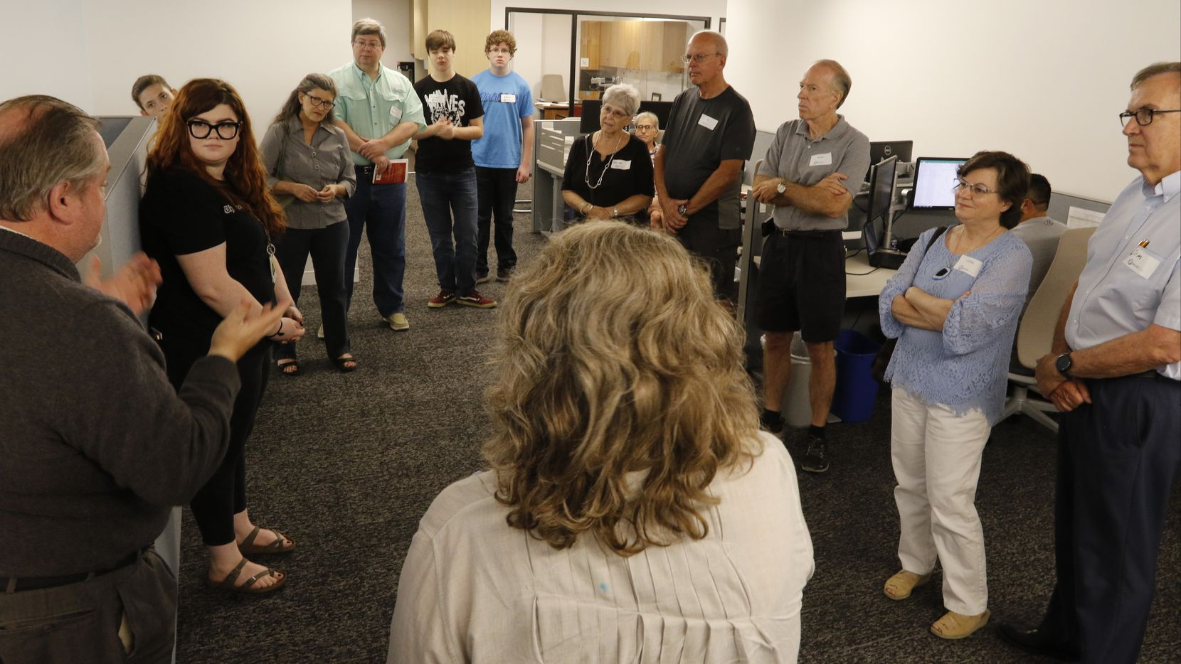 Michael Lindenberger of The Dallas Morning News talks with subscribers as they tour The News' building.