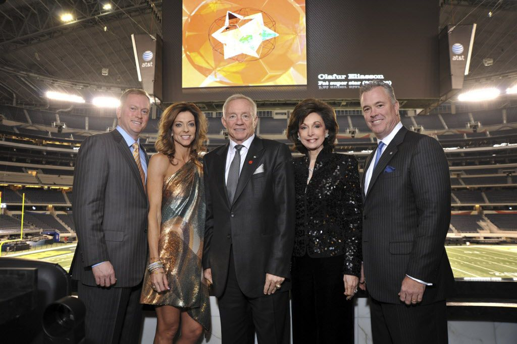 Dallas Cowboys owner Jerry Jones (center), flanked (from left to right) by son Jerry Jr., daughter Charlotte Anderson, wife Gene and son Stephen.