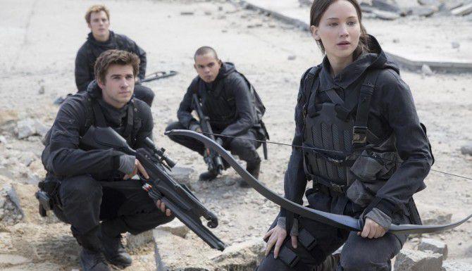 "Jennifer Lawrence (der.) protagoniza la conclusión de ""Hunger Games"" en ""Mockingjay, part 2""(Murray Close)"