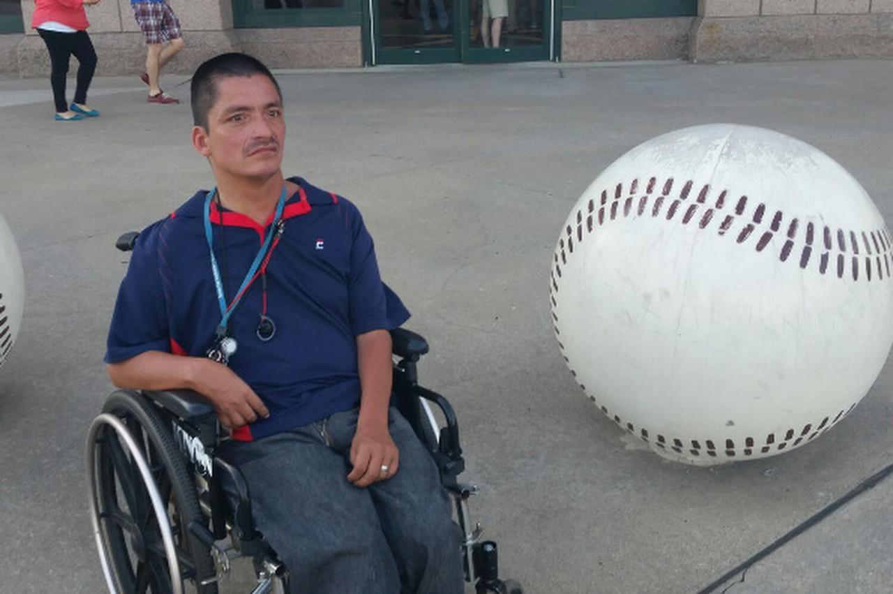 Joey Salas fue sometido a una operación para intentar salvar sus piernas. Le dijo a la emisora CBS que no confía en su familia y que ésta abrió una cuenta de GoFundMe sin su consentimiento.