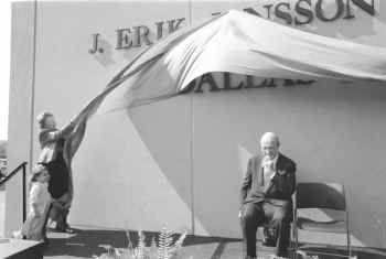 Lillian Bradshaw, with J. Erik Jonsson and his 2-year-old great- granddaughter, Margaret Lewis, unveiled the Central Library's new sign, honoring Jonsson. In 1961, Bradshaw became the first woman to lead a major U. S. library.