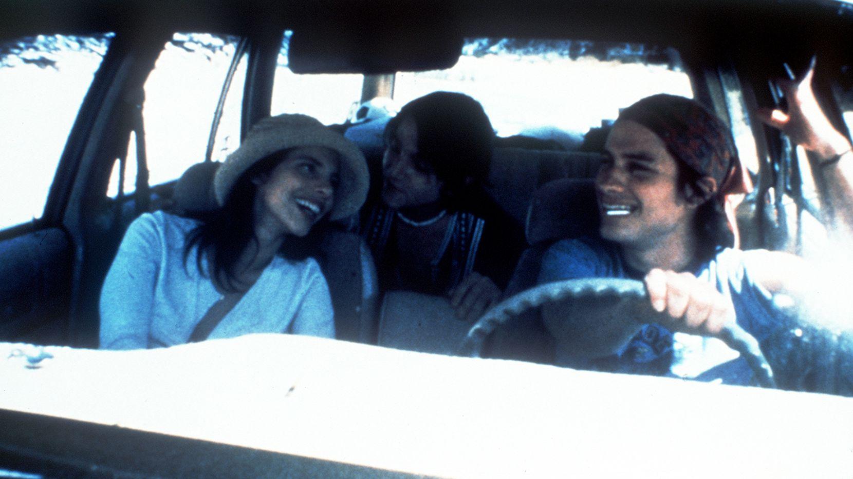 Maribel Verdu, Diego Luna y Gael Garcia Bernal protagonizan el filme Y TU MAMA TAMBIEN. Foto: Archivo