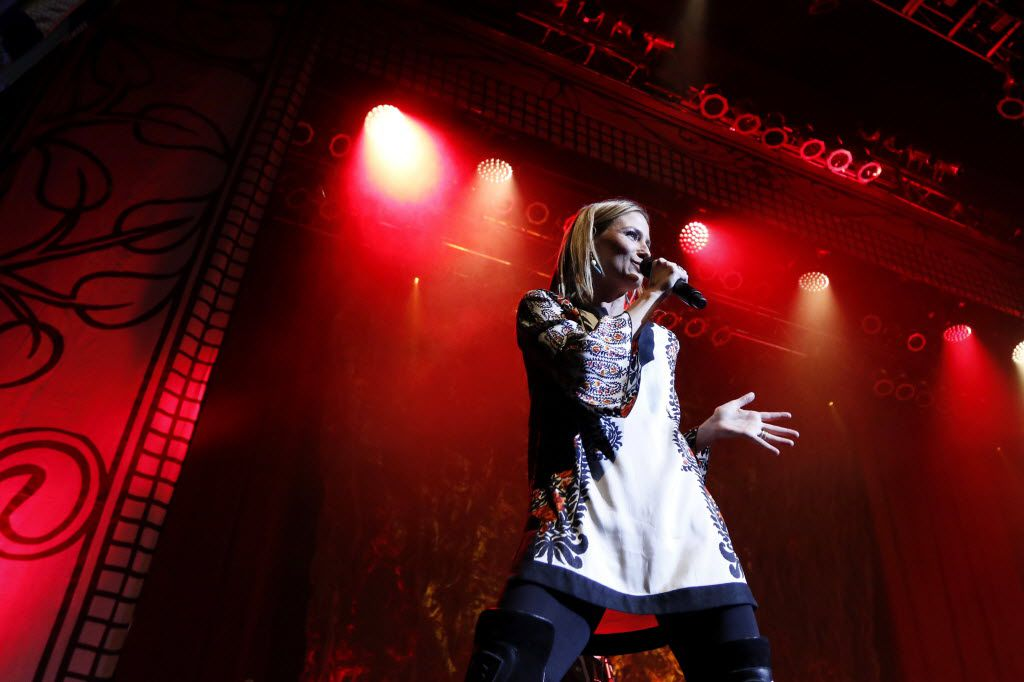 Jennifer Nettles sings at the House of Blues in Dallas on Thursday, Dec. 3, 2015. (Rachel Woolf/The Dallas Morning News)