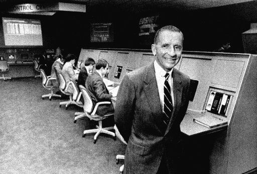 Electronic Data Systems' Ross Perot shows off the control of the company's newest information Processing Center in Auburn Hills, Mich., north of Detroit on July 11, 1985.