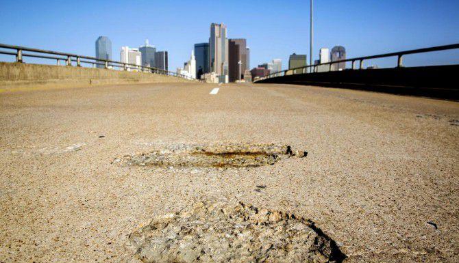 El cabildo de Dallas discutirá esta semana cómo financiar una reparación masiva de algunas de las principales avenidas de la ciudad. (DMN/ARCHIVO)