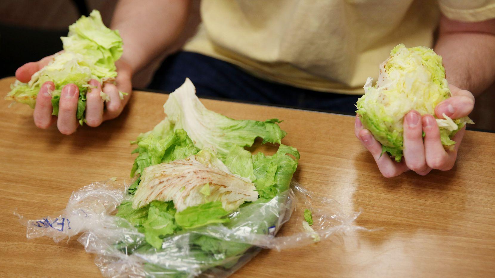 Lechuga romana es un ingrediente favorito en ensaldas. AP
