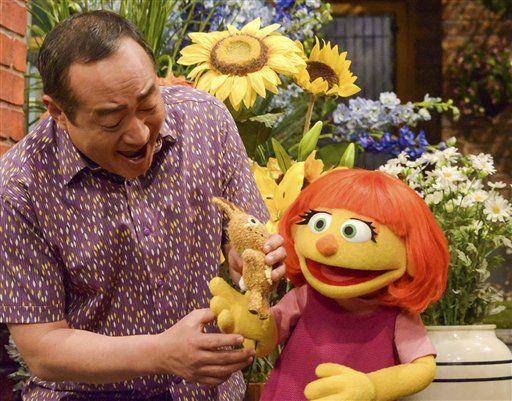 """Esta imagen, distribuida por Sesame Workshop muestra a Julia, la marioneta de un nuevo personaje con autismo que se estrenará en el 47ma temporada de """"Plaza Sésamo"""" el 10 de abril de 2017, en las televisoras PBS y HBO. (Zach Hyman/Sesame Workshop via AP)"""