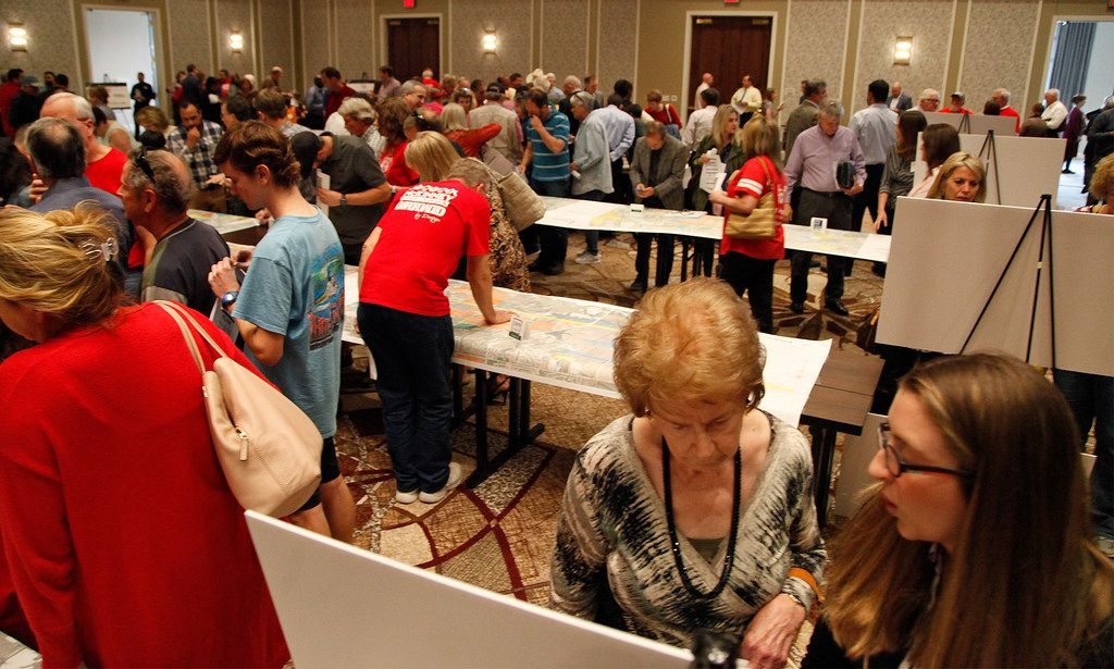 Turnout to look over freeway route options was high. (Stewart F. House/Special Contributor)