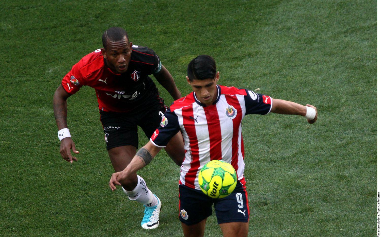 Alan Pulido y las Chivas están en semifinales del Clausura MX. Foto AGENCIA REFORMA